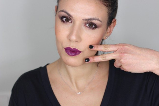 Maquillaje labios morados