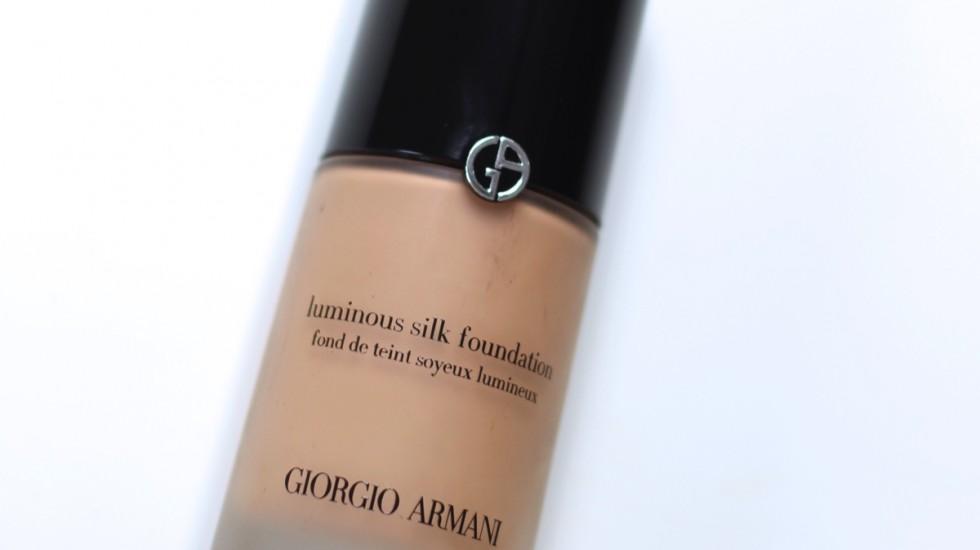"Giorgio Armani ""Luminous silk foundation"""