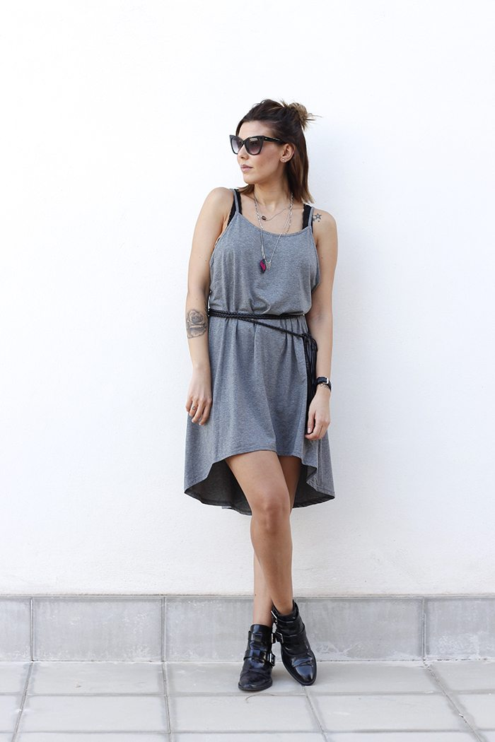 Outfit vestido asimetrico