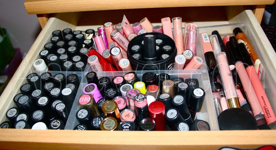 En este primer cajón tengo los glosses y las barras de labios 🙂